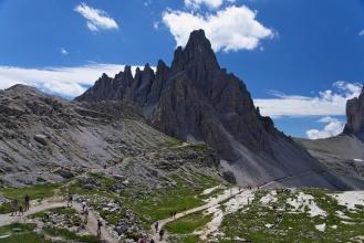 Monte Paterno (Paternkofel) a jeho ostre steny :) 2746mnm