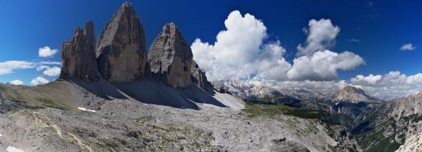 Panorama Tre Cime s náhorní plošinou Grava Lunga. V pozadí Croda Rossa.