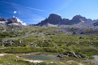 Pohled pres udoli na Monte Paterno