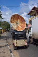 Exkluzivní tuk-tuk se satelitem :)
