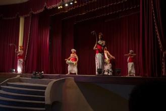 Místo botanické navštěvuji Kandyjské tance