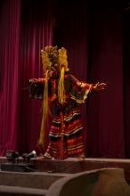 """""""Mask dance"""" - představuje se mýtický pták Garuda"""