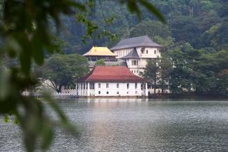 Pohled na chrám sv. zubu v Kandy