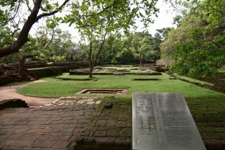 Pohled na Rajské zahrady (fontány) a jejich schéma.