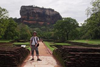 Před skálou Sigiriya.