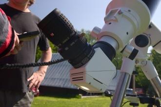 """Herschelův 2"""" hranol pro pozorování Slunce v akci."""