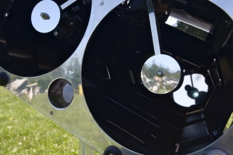 """Detail """"pavouků"""" a pohled na zadní primáry (tuším 150mm)."""