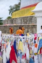 Mnichové obchází dagobu.