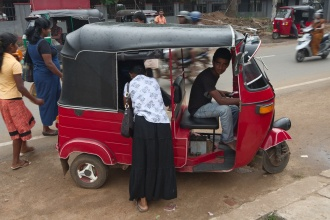 Cestou z centra Anuradhapury.
