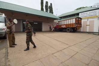 Nemocnice a první setkání s vojáky.