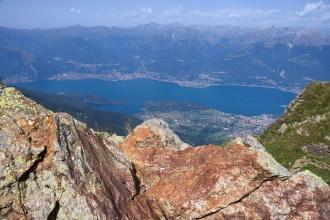 Pohled na jezero Como při výstupu.