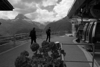 Výhled při cestě na Rothorn - Sunnega paradise (v pozadí Matterhorn).