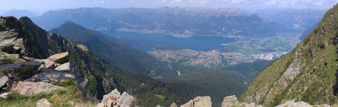 Panorama Lago di Como při výstupu na Legnone. (Na klik plné rozlišení)