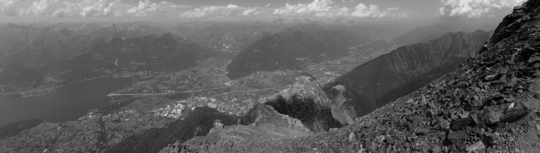 Panorama ze severní stěny Mt. Legnone v cca 2500mnm. (Na klik plné rozlišení)