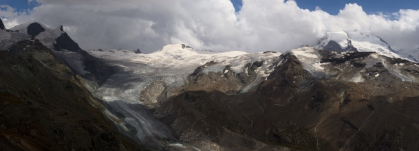 Panorama ledovce Findelgletscher a masiv Dufourspitze (4634mnm). (Na klik plné 44Mpix rozlišení)