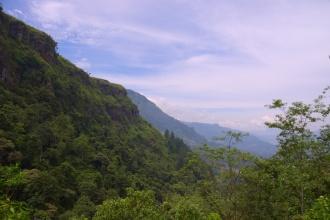 Pohled přes údolí.