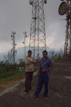 Správci vysílačů na Single tree hill.