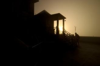 Na nádvoří buddhistického chrámu na samém vrcholu.Několik desítek minut po svítání.