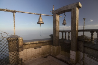 Chrámové zvony na vrcholu Srí Pady.