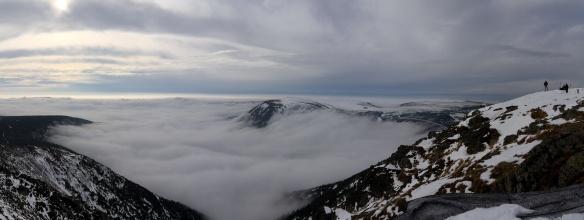 Panorama z vrcholu Sněžky. Na klik plné rozlišení.