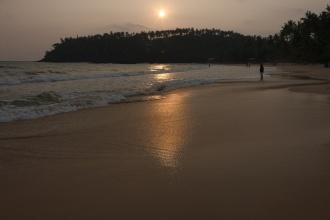 Západ Slunce nad plážemi Mirissy.