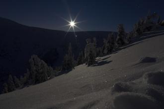 Měsíční svit při cestě na Sněžku.