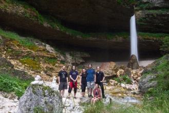 Společné foto na horním vodopádu Peričnika.