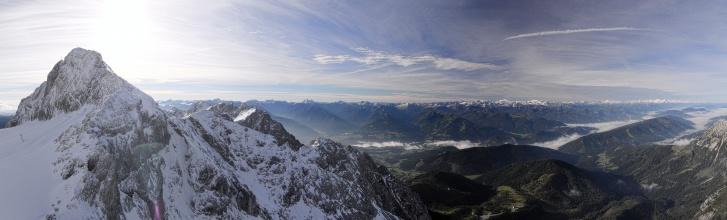 Panorama z vyhlídky na konci lanovky - pohled z jižní strany Dachstein masivu.