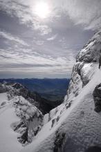 Pohled po stěně Dachsteinu do údolí.