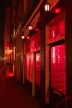 """V centru nelze minout červené lampy """"Red Light Districtu"""", a to i v blízkosti kostelů."""
