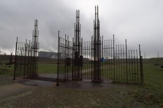 Železná brána do okolí fabriky na železo
