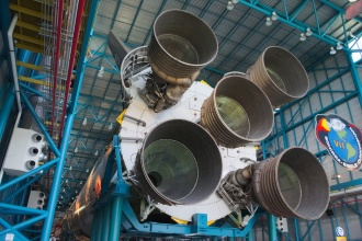 Saturn V a motory prvního stupně.
