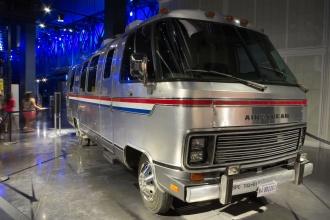 Autobus, do kterého nasedali astronauti Saturn V, ale i raketoplánů.