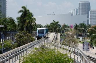 Nadzemka v Miami - souběh vnitřního a vnějšího okruhu.