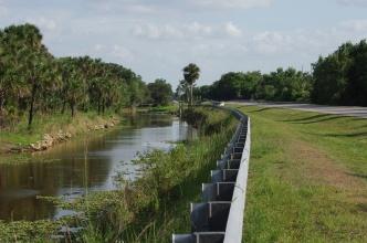 Cesta národním parkem na jihu Floridy.