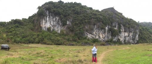 Lezecká oblast Butterfly Valley na ostrově Cat Ba.