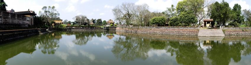 Panorama jednoho z bazénů ve staré části Hue.