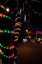 Příjezd na největší ostrov Halong Baye - Cat Bá za tmy.