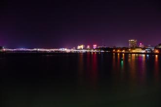 Modernější část Hue v noci.