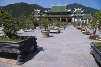 Buddhistický chrám na poloostrově kousek za Danangem.