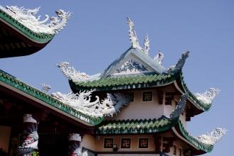 Buddhismus je všude po vietnamu ovlivněn Čínou a filozofickým směrem Hindu (viz svastiky).