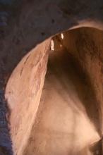 Asi 100m zprůchodněných tunelů pro turisty (tunely Cu Chi)