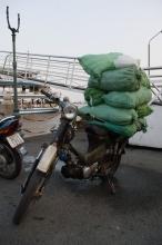 Převoz ledu na mopedu :) Saigon ...