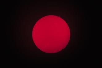 Slunce filtrem s propustností 0.5Å (angstrom) - ohnisko cca 1600mm